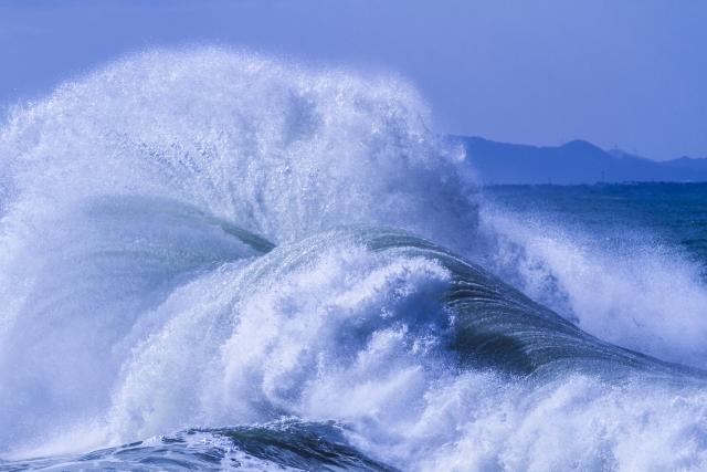 「津波の夢」を見たら要注意!あなたに訪れる7つの試練