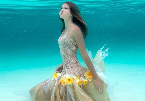 夢占い「海で泳いでいる時に見たモノ」でわかる7つの暗示