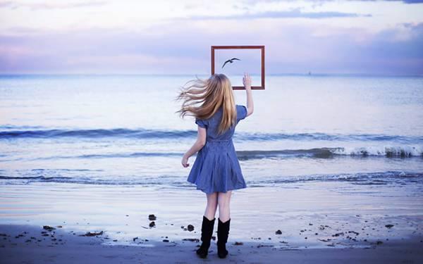 夢占い「海辺で誰かと一緒にいた夢」誰と一緒かで分かる暗示