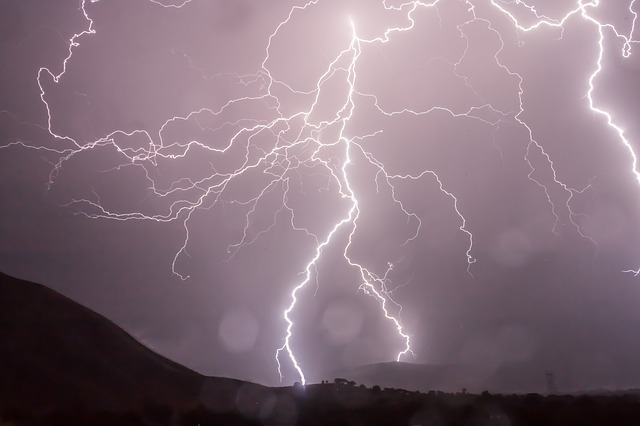 【夢占い】雷の夢が伝えるビッグチャンスと、注意すべき点