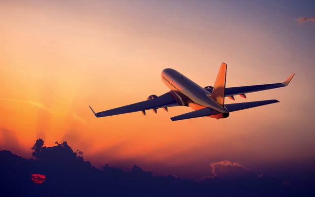 ・夢の中のジェット機があらわす、あなたの野心やパワー ・飛行機に乗って海外旅行をする夢は、遠くから嬉しいニュースが届く暗示 ・飛行機に乗り遅れる夢は、準備不足への警告 ・乗っている飛行機が攻撃を受ける夢は、自信がなくなっている状態 ・順調に飛んでいる飛行機の夢は、計画通り物事が進んでいるという証 ・飛行機が墜落する夢を見たら、計画の見直しを! ・自分で飛行機を操縦する夢を見たあなたは、今、予想以上の結果を出せる時期!