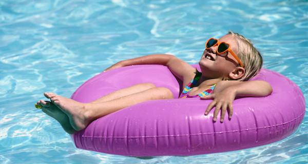 夢占いで、プールの水が暗示する5つの意味とは?