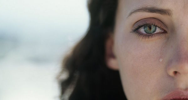 【夢占い】泣く夢から分かる、涙が現す7つの意味