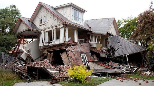 地震の夢は何の前触れ?夢が暗示する重要なこと