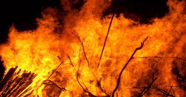 『火事の夢』から読み解くこれからの運勢