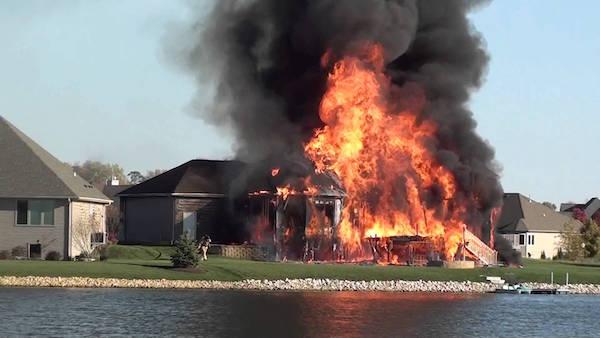 家が火事になる夢を見たときの深層心理とは?