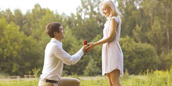 プロポーズされる夢が意味するあなたの深層心理とは