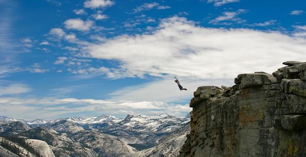 崖から落ちる夢を見た後に気をつけてほしい5つの事