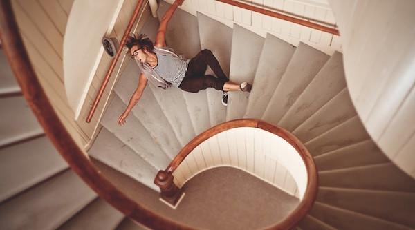 階段から落ちる夢を見た後に気をつけてほしい5つの事