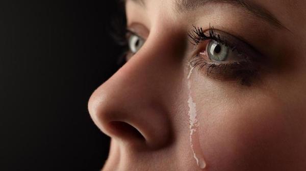 泣く夢が意味するあなたの深層心理とは