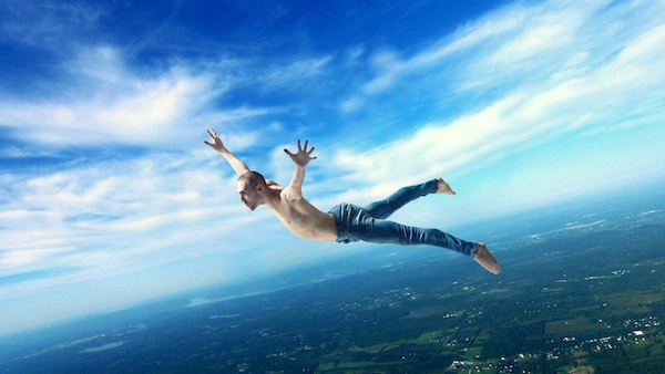 高いところから落ちる夢を見た後に気をつけてほしい5つの事