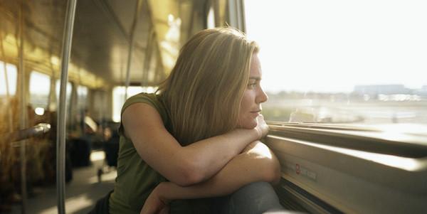電車に乗る夢が意味するあなたの深層心理とは