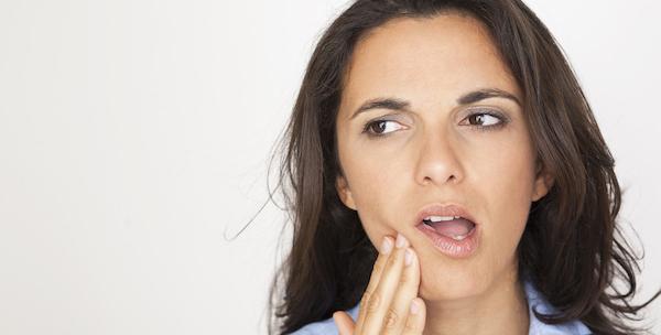 歯の抜ける夢が意味するあなたの深層心理とは